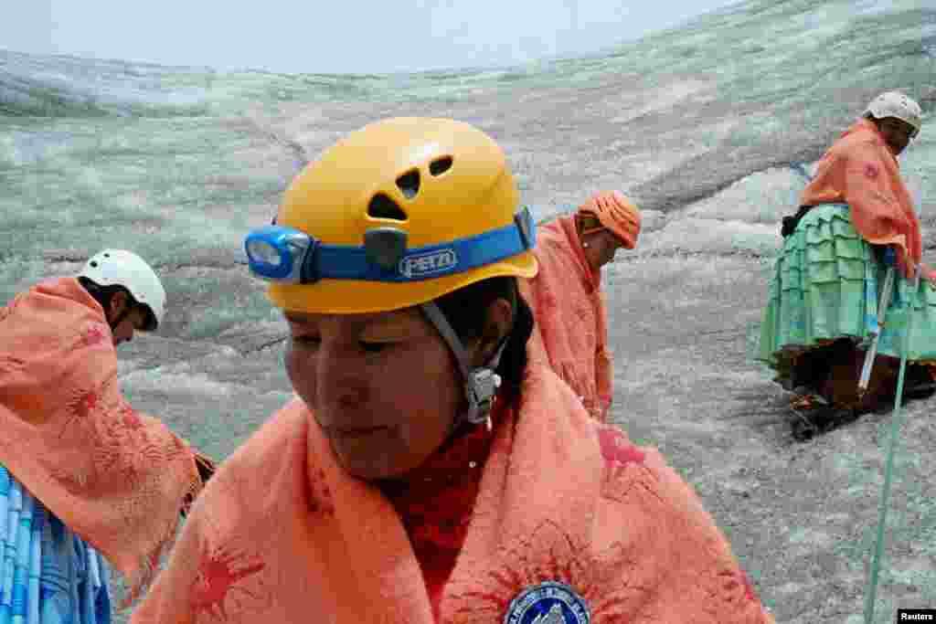 """""""Впервые мы поднялись на Уайна Потоси (гора в Андах высотой 6 км над уровнем моря – НВ). Я плакала. Но я сильная. Я не остановлюсь пока не поднимусь на все восемь пиков"""", – говорит 50-летняя Дора Магуэньо"""