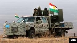 Иракские курдские боевики Пешмерга держат позицию на вершине горы Зартак в 25 км от Мосула, 17 октября 2016