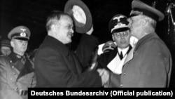 Министр иностранных дел СССР Вячеслав Молотов и министр иностранных дел Германии Иоахим фон Риббентроп. 14 ноября 1940 года