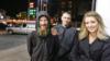 Бездомный Джонни Боббит и жители Нью-Марк Д'Амико и Джерси Кейтлин Макклюр