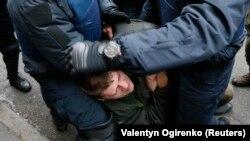 Полиция задерживает сторонника Саакашвили