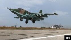 Российский бомбардировщик SU-25 на авиабазе Хмеймим в Латакии, Сирия, октябрь 2015 года