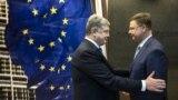 BELGIUM – Ukrainian President Petro Poroshenko (L) and Vice-President of the European Commission Valdis Dombrovskis, Brussels, December 13, 2018