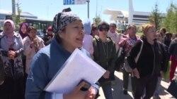 Десятки матерей протестуют в Нур-Султане, требуя получения соцпомощи