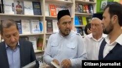 Рейд в одном из книжных магазинов Ташкента