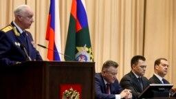Глава Следственного комитета Александр Бастрыкин (слева) и генпрокурор Игорь Краснов (второй справа), а также другие российские чиновники внесены в санкционные списки ЕС и США. Фото: ТАСС