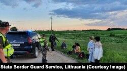Задержание мигрантов на литовской границе. Фото: пограничная служба Литвы