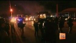 Продолжение столкновений протестующих и полиции в Фергюсоне
