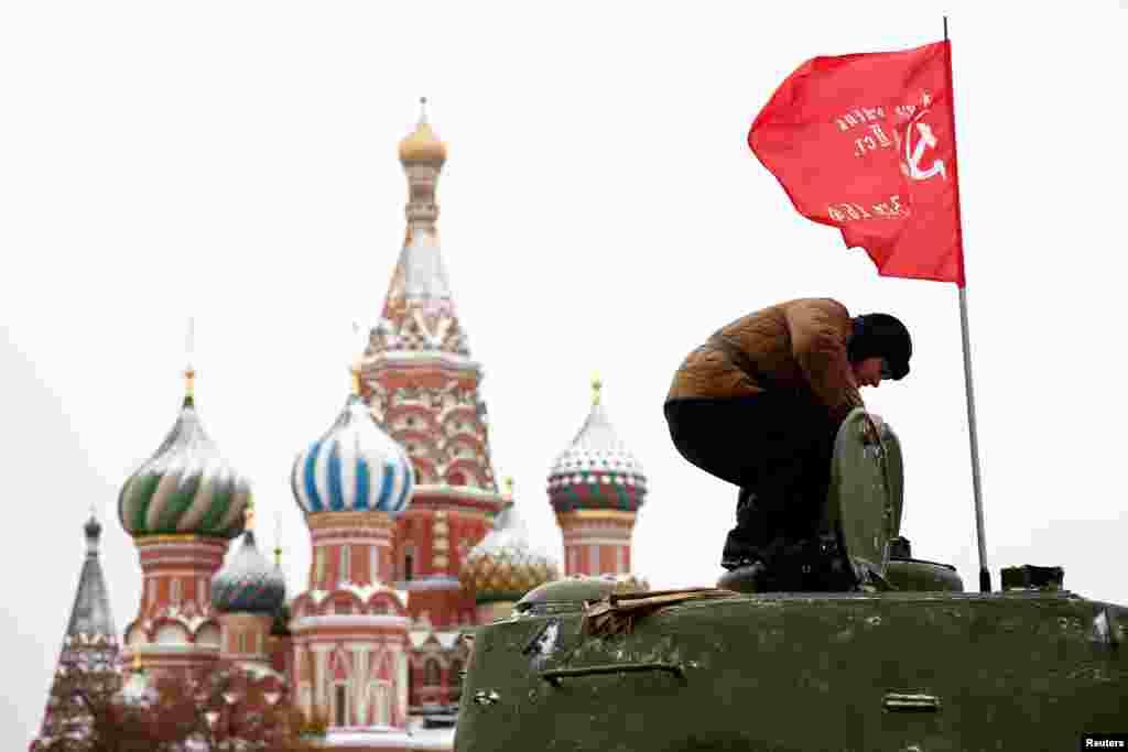 Реконструкция парада в Москве проходит уже в 14-й раз