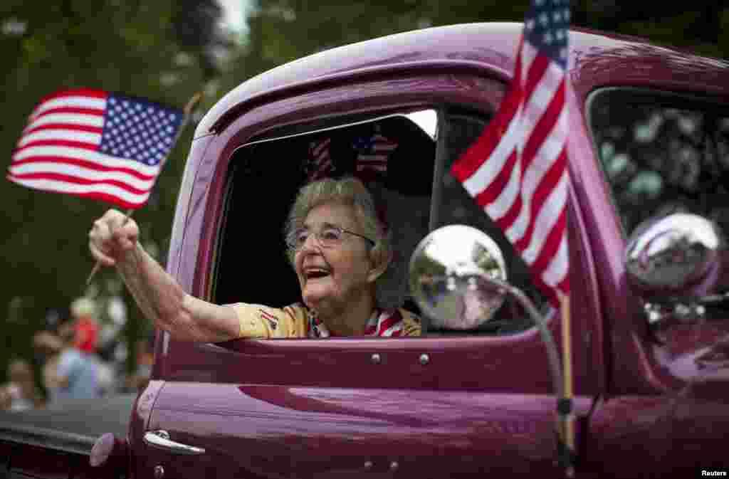 В этот День по всей Америке начинаются патриотические выступления как театральных групп так и политиков, стремящихся повысить свой рейтинг