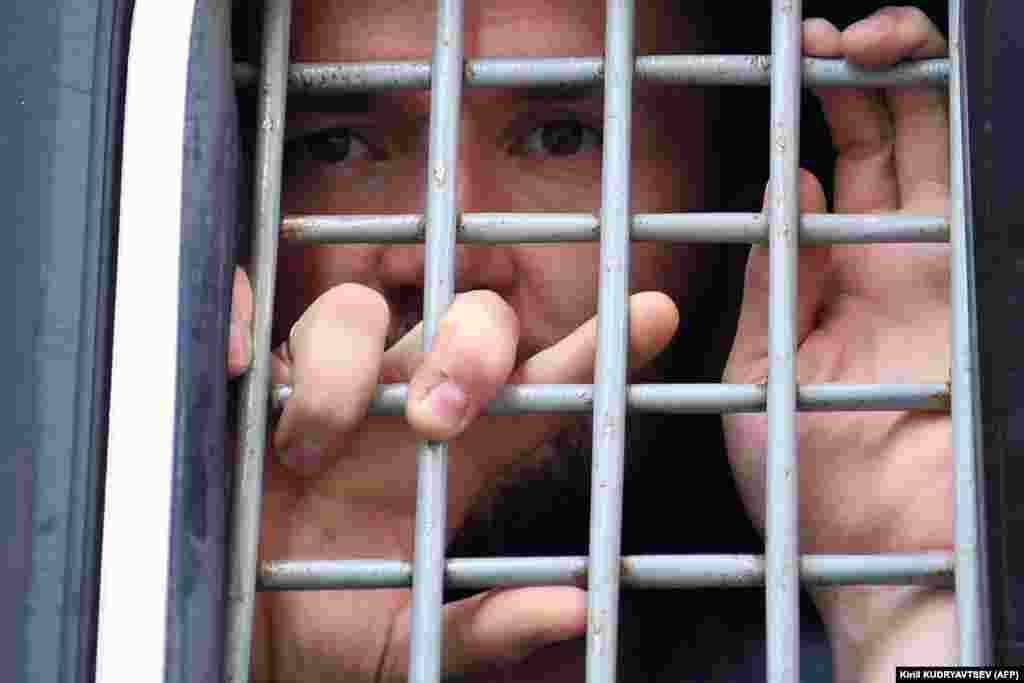 Точное количество задержанных все еще неизвестно, местонахождение многих неизвестно