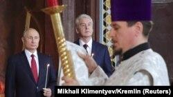 Владимир Путин и Сергей Собянин на службе в православном храме