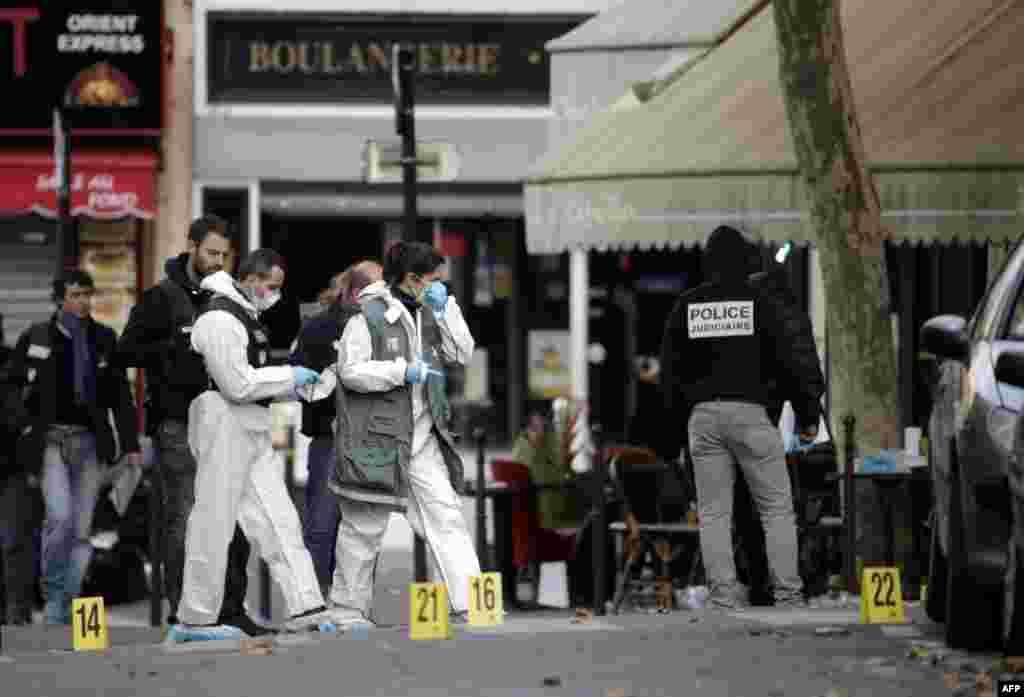"""Судебные эксперты обследуют кафе """"Bonne Biere"""", где ночью происходила стрельба"""