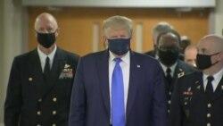 Трамп начал носить маску от коронавируса