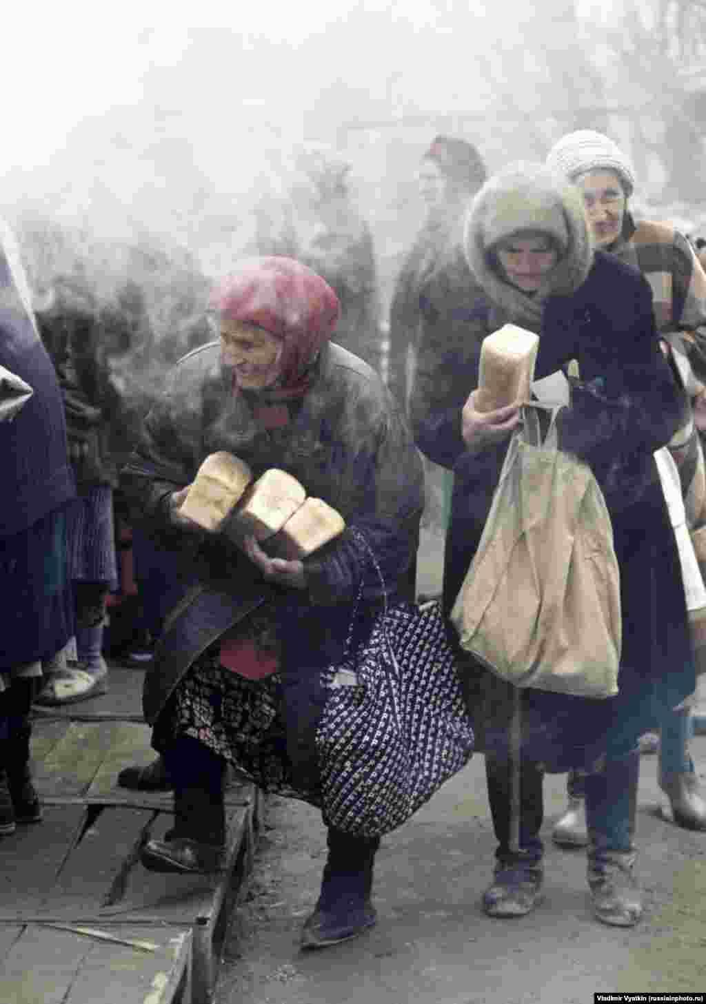 Пожилые женщины в Грозном во время Второй чеченской войны, 1999