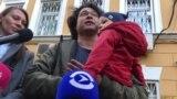 У пары отбирают ребенка за то, что они принесли его на протесты 3 августа