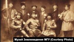 Выборные старосты и горнист. Желтугинская республика. 1887 г.