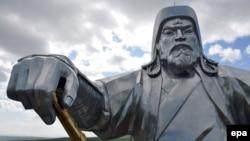 39-метровый монумент Ченгисхану в Улан-Баторе в Монголии