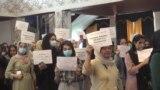"""""""Мы хотим свободы! Пакистан, уходи!"""" Афганки митингуют в посольстве Афганистана в Душанбе"""