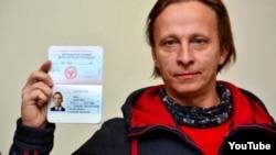 """Актер Иван Охлобыстин с паспортом так называемой """"ДНР"""""""