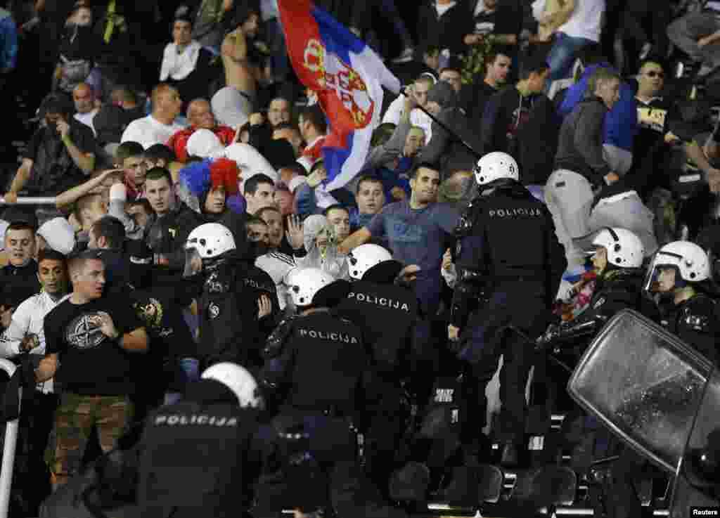 ...УЕФА заявил, что будет расследовать инцидент и вероятно накажет виновных