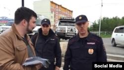 Георгий Албуров при задержании в Магадане 19 июня 2015, фото - Twitter Албурова