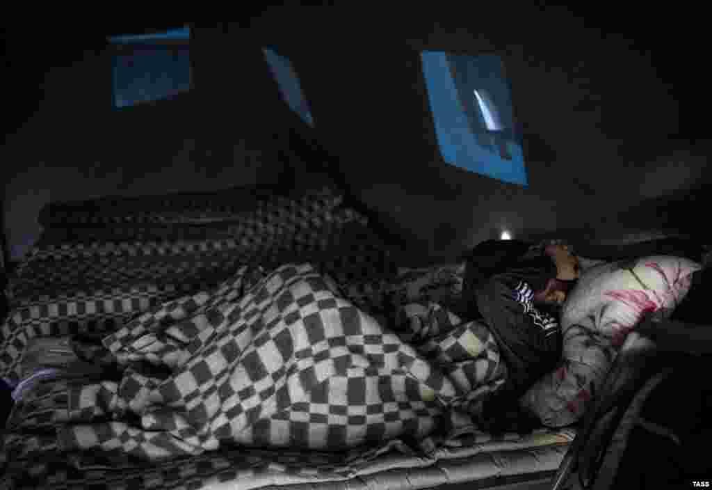 При необходимости люди могут переночевать в палаточном лагере