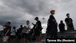 Учатсники протеста в аэропорту Гонконга. 1 сентября 2019