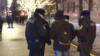 """В Москве у здания ФСБ задержали участника пикета с плакатом """"Трусы Навального отстирали, акак дела ссобственными?"""""""