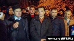 Курбединов с юристами после слушаний 6 декабря