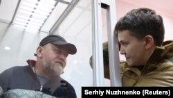 Савченко общается с арестованным Владимиром Рубаном