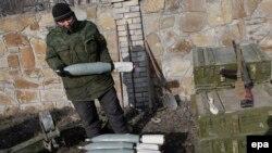 Представитель сепаратистов недалеко от Дебальцево
