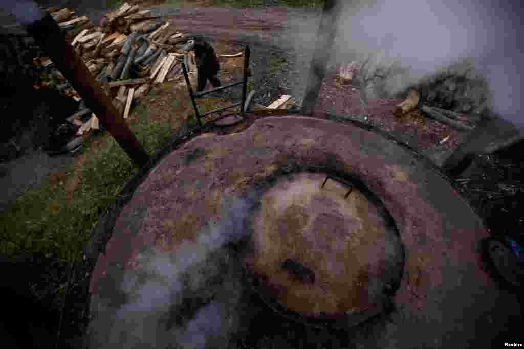 На угольном производстве Зигмунта находятся четыре печи