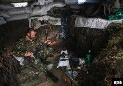 Украинский военнослужащий в укрытии. Город Попасная, 2 октября