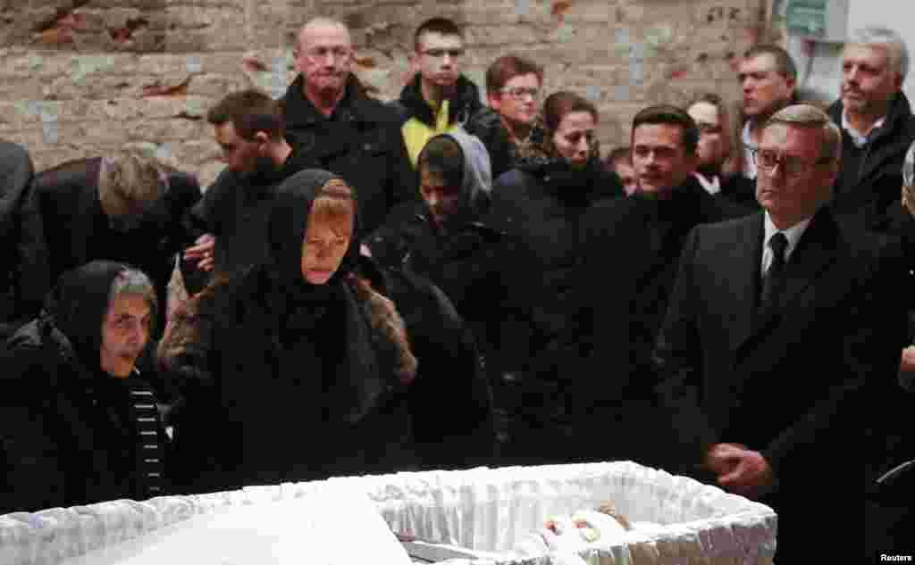 Экс-премьер Михаил Касьяновна церемонии прощания с Борисом Немцовым в Сахаровском Центре в Москве