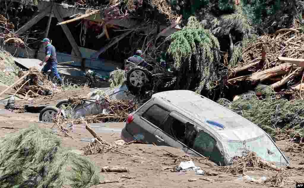 Многочасовой ливень привел к подтоплению нескольких улиц Тбилиси: затоплены дворы, первые этажи сотен домов