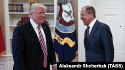Дональд Трамп и Сергей Лавров во время встречи в Белом доме 10 мая 2017 года
