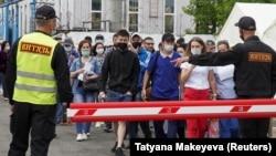 Мигранты в Центре вакцинации в Москве, лето 2021 года