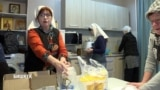 """Накормить 10 тысяч раз. Волонтеры Бишкека помогают бездомным на рейсах """"автобуса милосердия"""""""