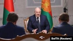 Лукашенко во время интервью с российскими госканалами 8 сентября