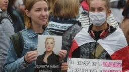 Protesters arrive to take part in a rally to support detained opposition activist Maryya Kalesnikava in Minsk on September 8, 2020.