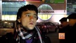 Слабый рубль бьет по мигрантам