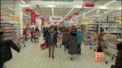 Представители крупнейших торговых сетей России договорились заморозить цены на продукты питания первой необходимости