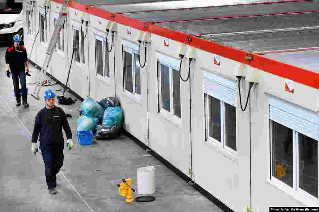 В Нидерландах под госпиталь отдали концертную площадку Ahoy, на которой должен был пройти европейский музыкальный конкурс Евровидение в мае этого года. Его отменили из-за пандемии