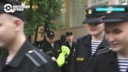 Массовый подвоз курсантов для голосования в Петербурге