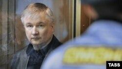 Игорь Изместьев в зале московского суда, 28 декабря 2010