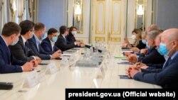 Зеленский на встрече с лидерами крымских татар 18 мая