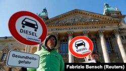 Противники дизельных авто у здания суда в Лейпциге, 27 февраля 2018 года