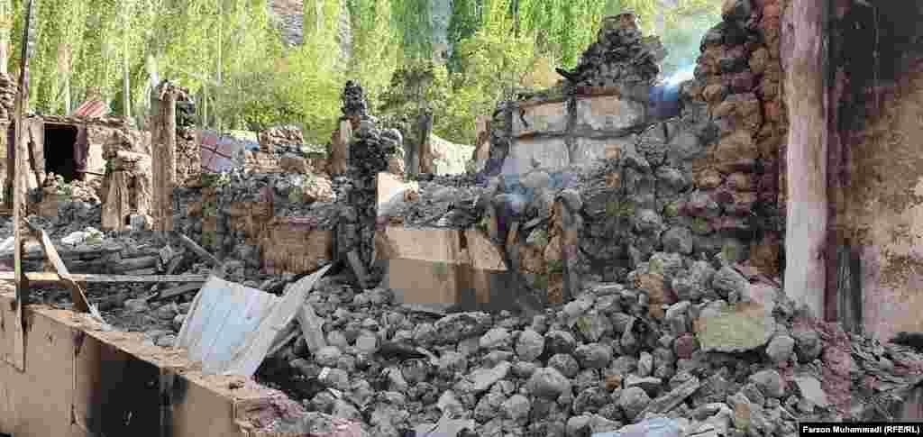 Разрушения в селе Сомониен в Таджикистане