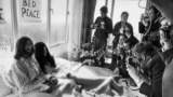 Netherlands -- John Lennon (L) and his wife Yoko Ono receive journalists in the bedroom of the Hilton hotel in Amsterdam, March 25, 1969
